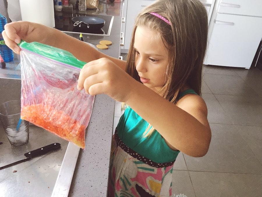 How to dye dry spaghetti