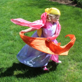 Kid Friendly Dyeing: Home Made Play Silks from Rachael Rabbit