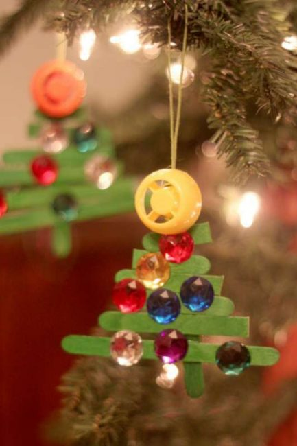 A simple family Christmas tradition - making Christmas crafts