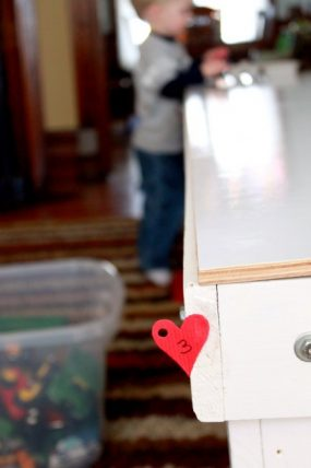 Valentine's Day Scavenger hunt with hearts to learn to recognize numbers