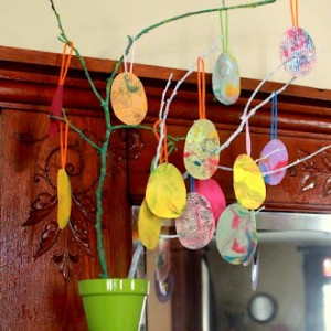 Shaving cream Easter eggs - 1 of the 36 spring crafts the kids can make