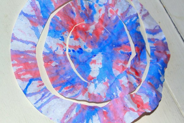 Spin Art Streamers: 4th of July Craft for Kids