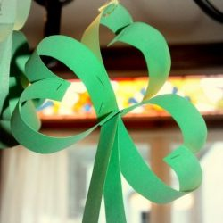 Hanging shamrock - 1 of the 20 shamrock crafts for kids to make