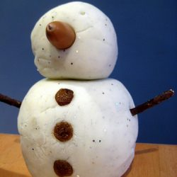DIY a snowman with play dough from the NurtureStore