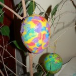Painting Easter Eggs : Feature by Mama Pea Pod