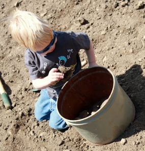 Outdoor Play : Gardening