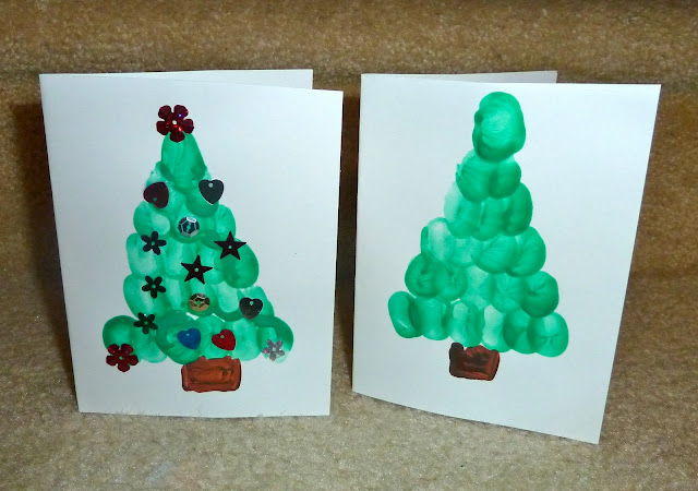 Christmas tree card for kids to make using finger prints