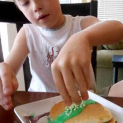 Decorating pancakes as Easter eggs!