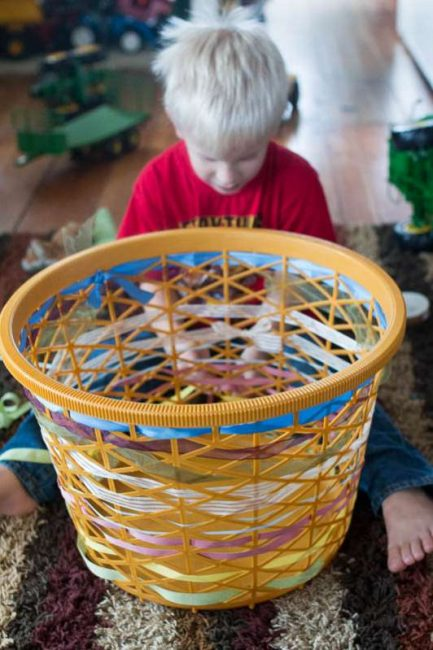 Basket Weaving Gifts : Learn to weave pattern with a clothes basket hands on