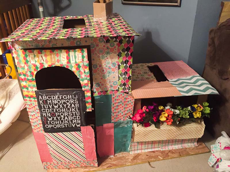 How to build a fun cardboard box fort for the kids to play in!