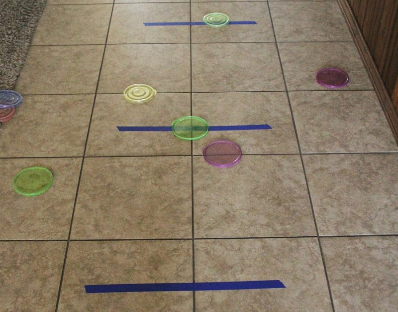 Game setup for lid frisbee toss