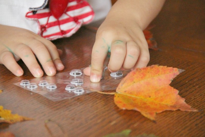 Making this leaf people fall craft is a great way to build fine motor skills with kids.