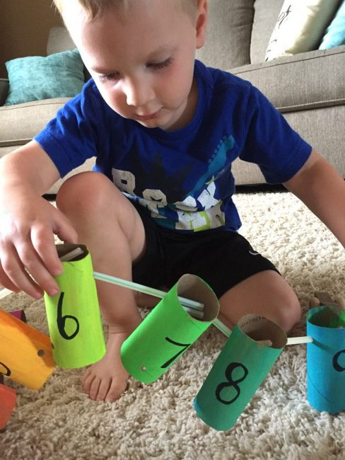 Make an easy number chain with your preschooler - great for learning number orders!
