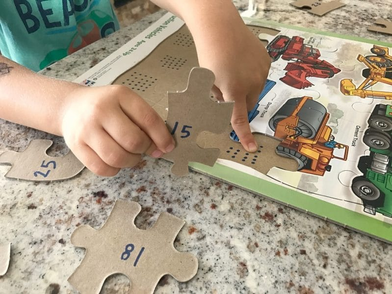 These are some clever puzzle learning tricks to help preschoolers do puzzles on their own.