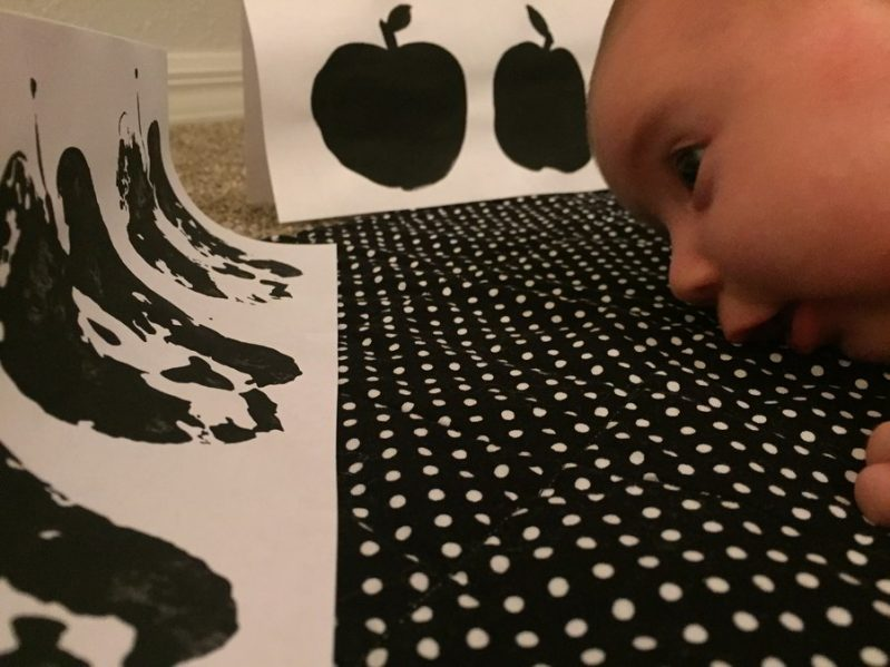 Make easy stamped apple art for a high contrast tummy time activity! Your baby will love these fun fall inspired high contrast patterns.