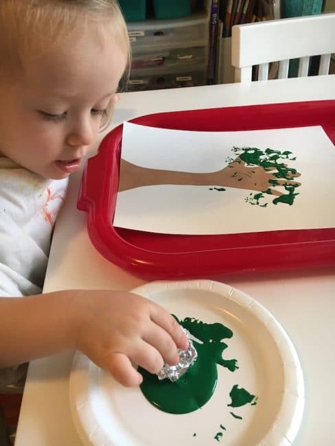 This Handprint Apple Tree craft is the perfect way to celebrate fall!