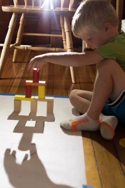 A shadow activity to match the shadow by building blocks