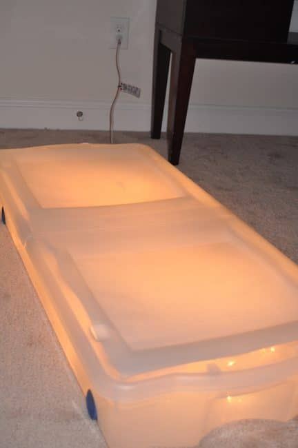 Make the easiest ever DIY light table!