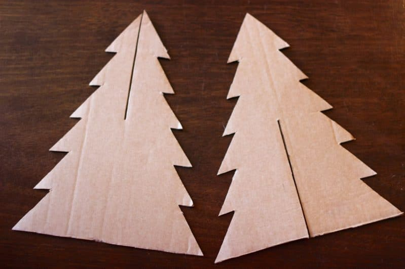 Use a thin cardboard to make your easy tabletop Christmas tree with your children.