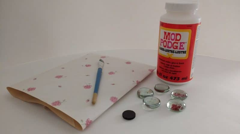 Make decorative magnets with clear stones