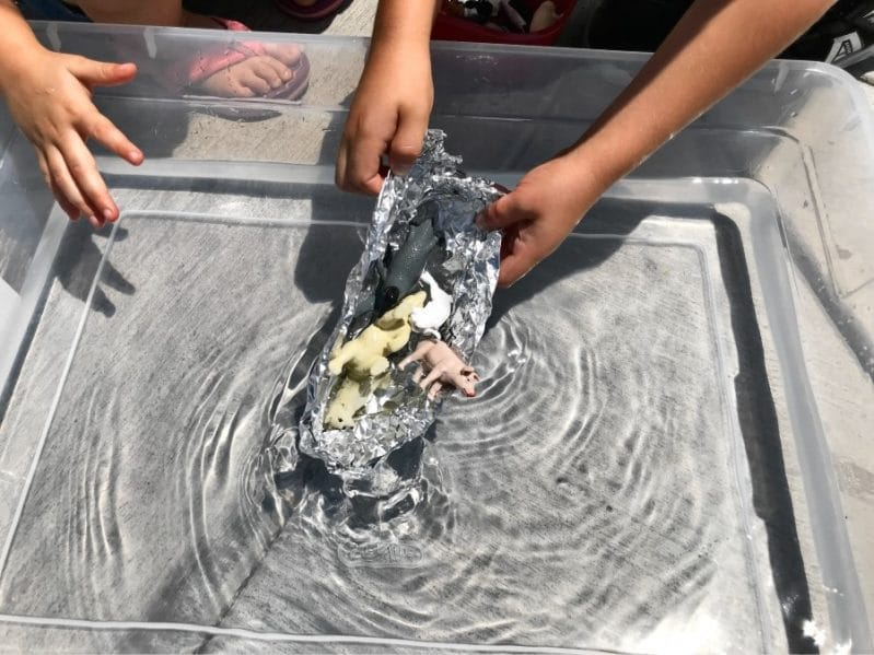 Your kids will love this fun book based science experiment to learn more about sinking and floating!