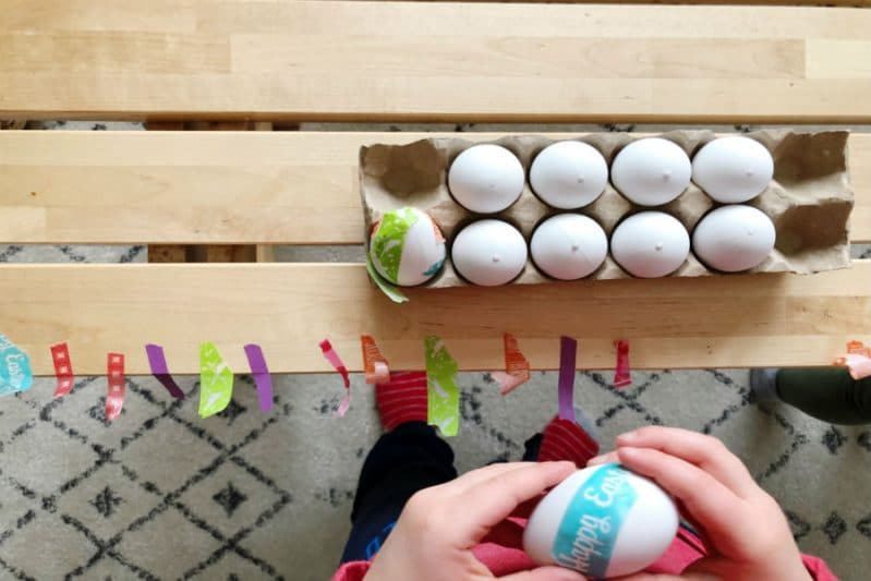 Toddlers will love this no dye Easter Eggs activity!