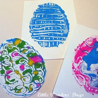 Simple Egg Prints for Kids