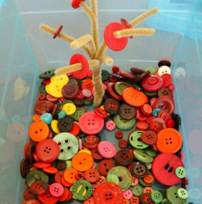 fall themed quiet bin activity for preschoolers