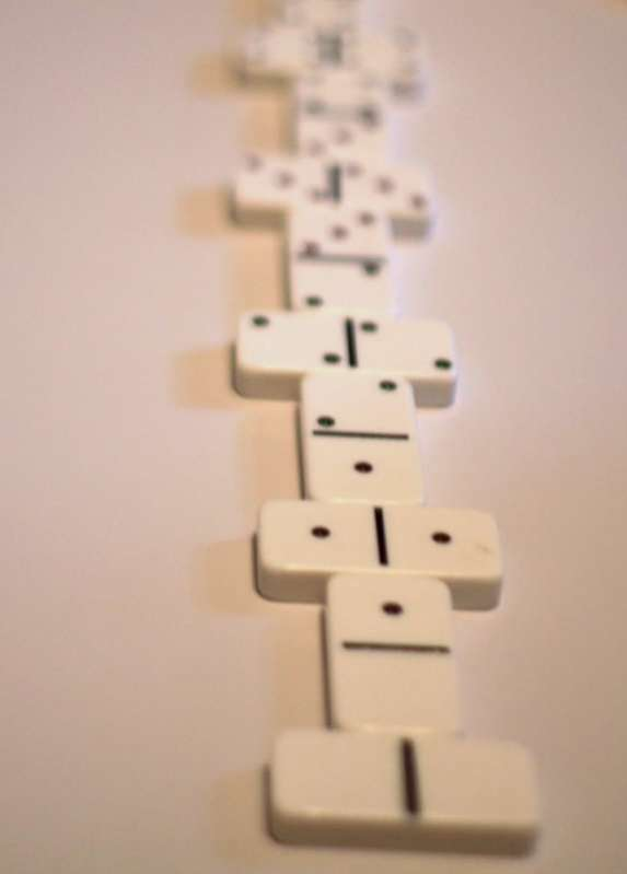 Progressive Patterning with Dominoes