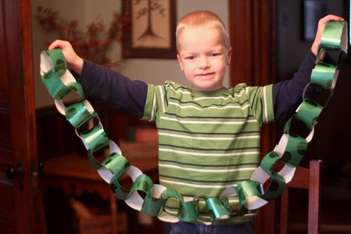Paper Chain Countdown to Christmas
