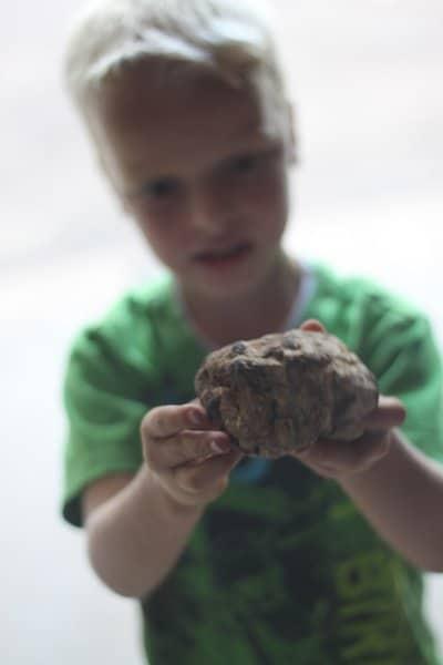 Explore textures on an outdoor scavenger hunt