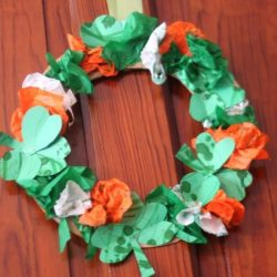 Shamrock wreath - 1 of the 20 shamrock crafts for kids to make