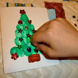 Thumbprint Christmas Tree Card, 1 of the 25 easy Christmas crafts for kids