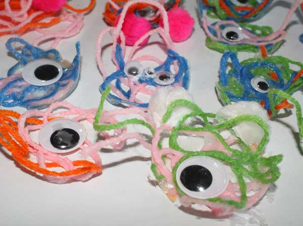 A Halloween craft for kids --- yarn monsters!