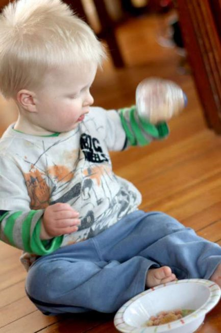 Young toddlers & babies can make their own sensory bottle to play with