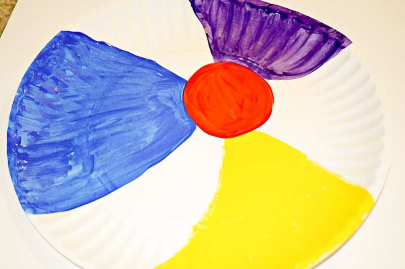 How to make paper plate beach ball craft & 3 Sizzlin\u0027 Beach Crafts for Kids to Make for Dinnerware
