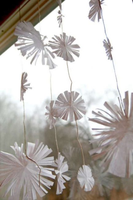 Make a snowflake garland with these easy snowflakes for kids to cut!