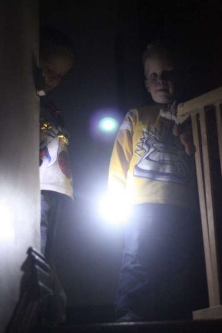 Set out on a flashlight scavenger hunt to find Christmas bows!