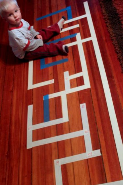 A number maze to practice counting and recognizing numbers - for kids learning to count