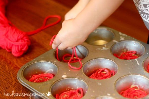 Simple apple craft made of yarn