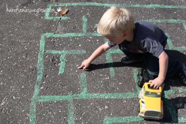 maze-for-preschoolers-chalk