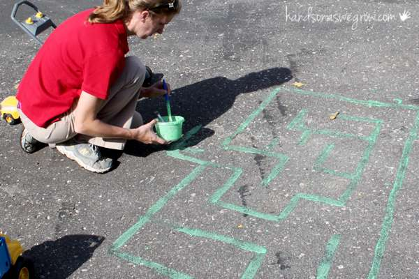 Homemade sidewalk chalk paint made making our big chalk maze super easy!