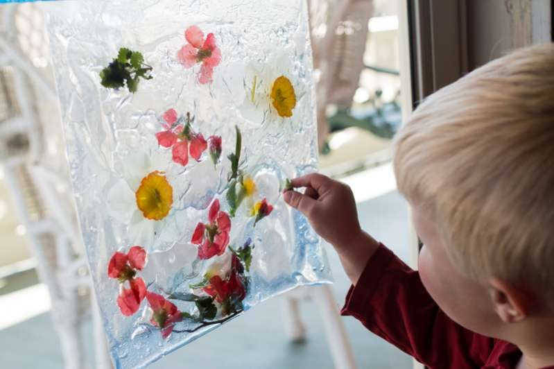 Nature in a sensory bag for toddlers to explore