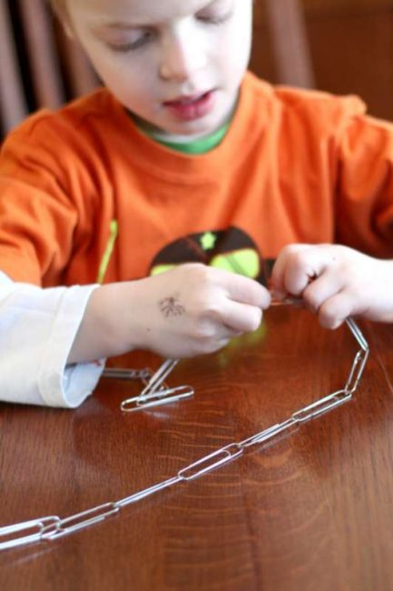 Making a paper clip chain