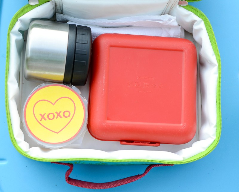 Simple way to include little notes in the kids' lunches! (free printable lunch box notes)