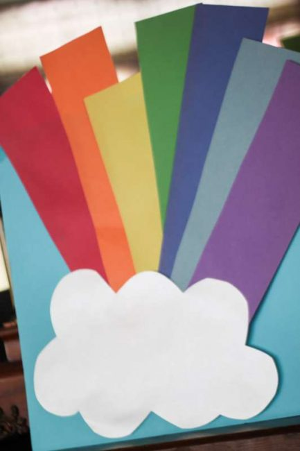Make a rainbow on a rainbow scavenger hunt to do with the kids -- with free printable clues to use