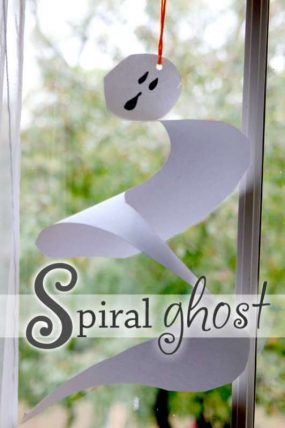 A spiral ghost craft for kids to make for Halloween
